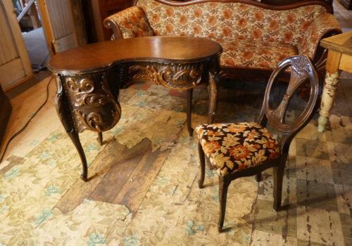 Bureau table de travail antiquit s deschambault for Bureau haricot