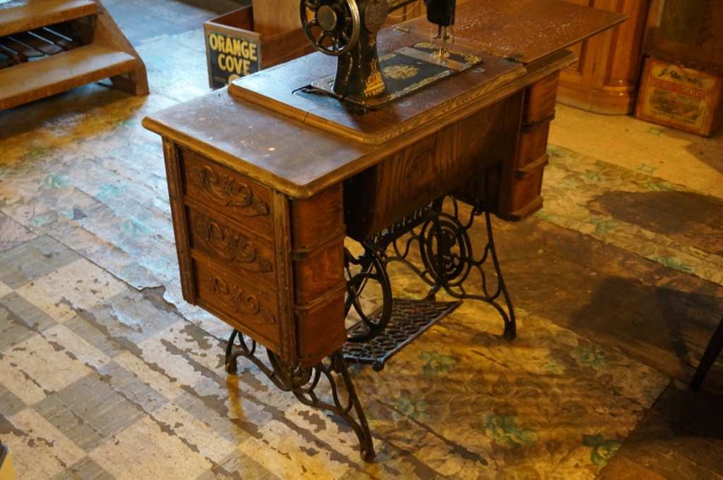 Meuble Machine A Coudre Singer Antiquites Deschambault